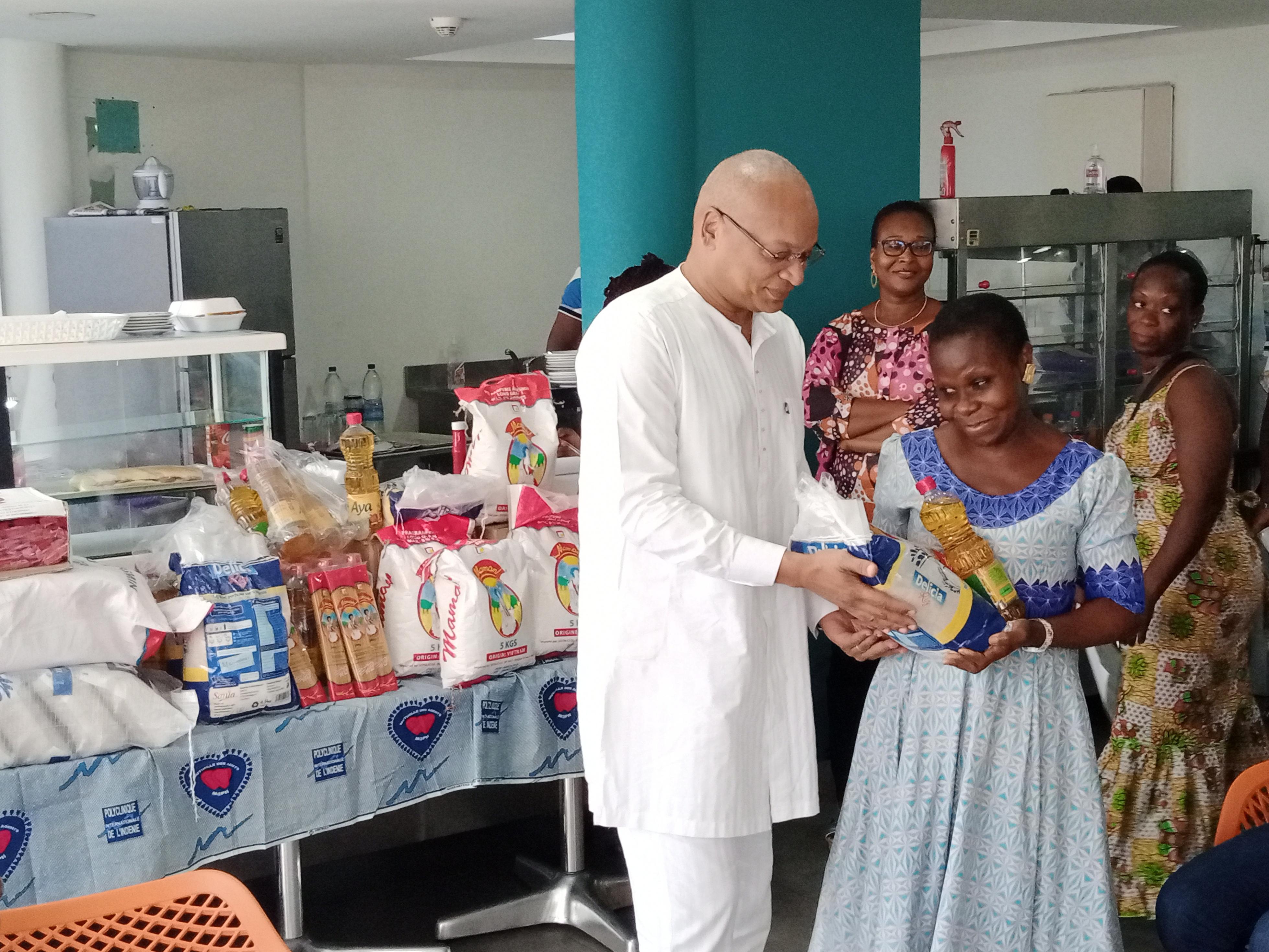 Côte d'Ivoire/Fêtes de fin d'année : Des kits alimentaires pour les mutualistes de la polyclinique de l'Indénié