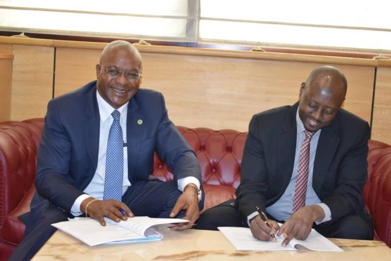 Signature de l Accord de DON Resp Pays COCM et Gouverneu BEAC. © Afdb