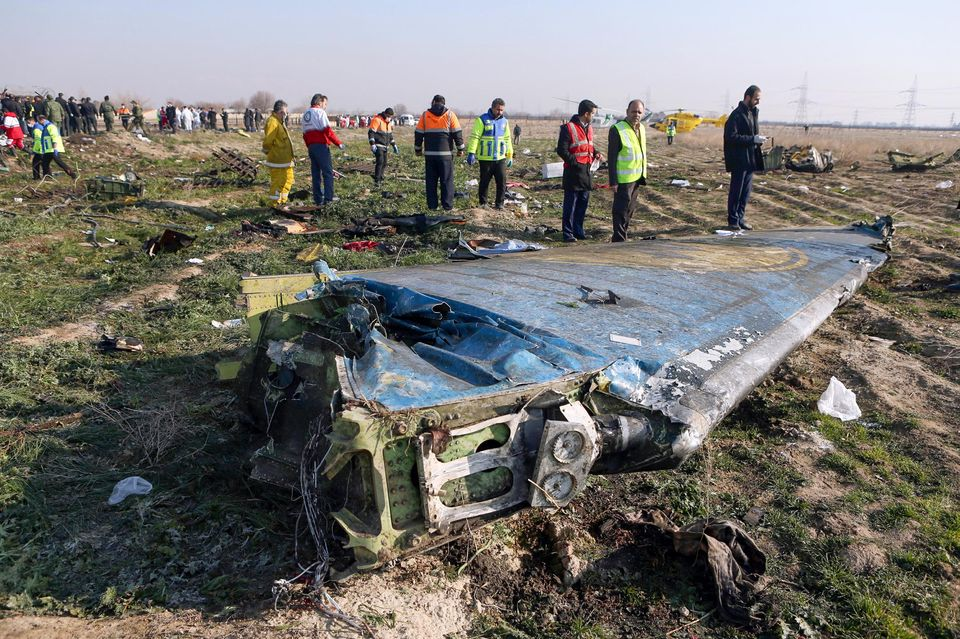 Sur la scène du crash, près de l'aéroport Imam-Khoneini, mercredi. © AFP