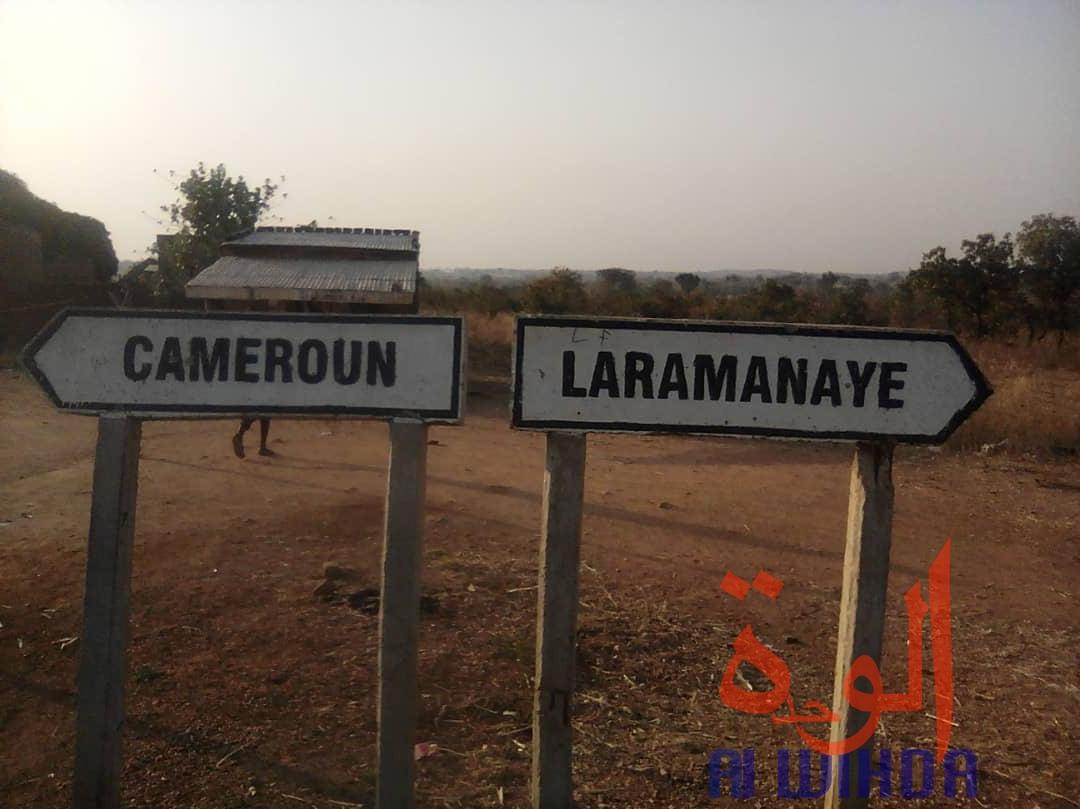 Au Sud du Tchad, des panneaux indiquent les directions du Cameroun et de Laramanaye. Crédits : Golmen Ali/Alwihda Info