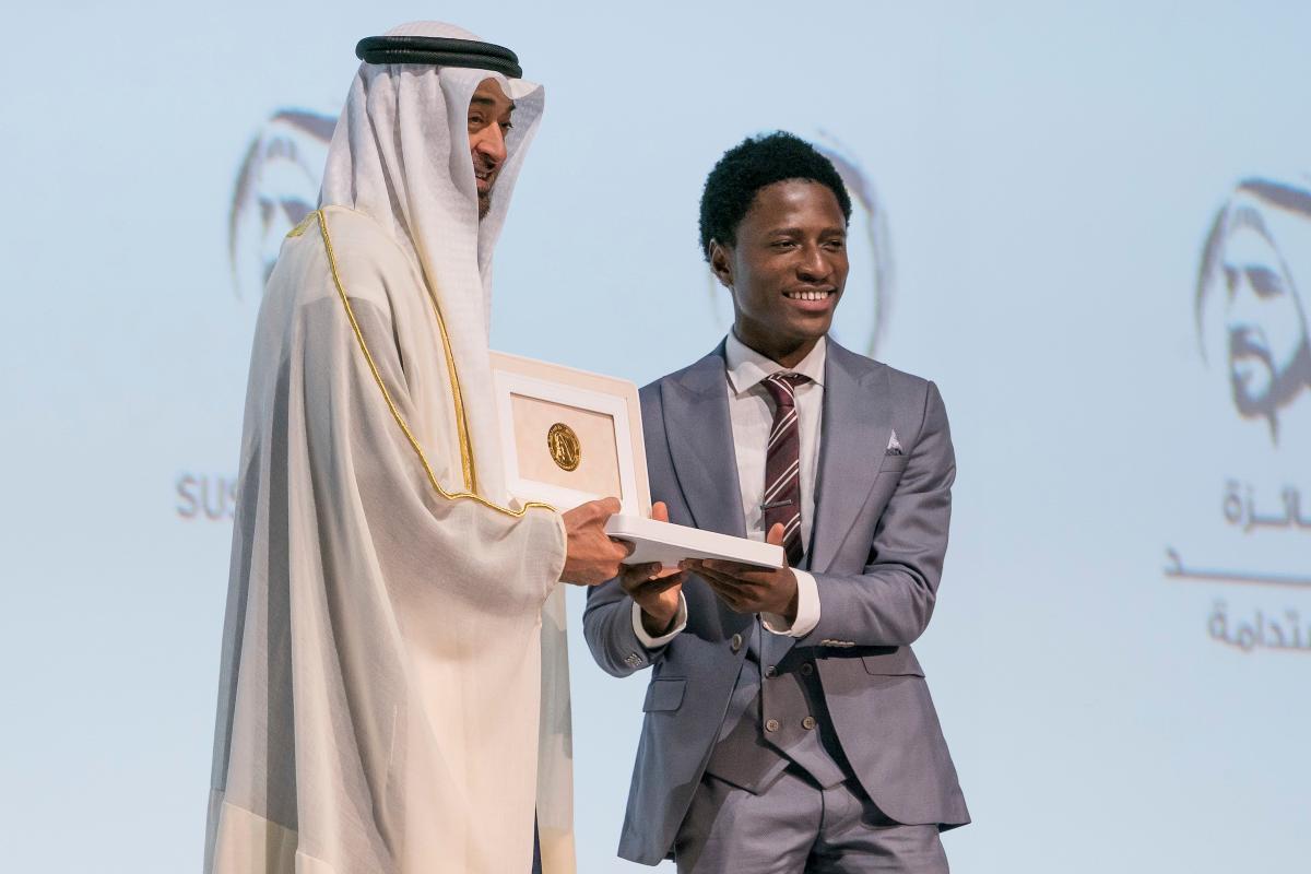 Cheikh Mohammed bin Zayed rend hommage aux 10 lauréats du Prix Zayed 2020 pour la durabilité. © Aetos Wire