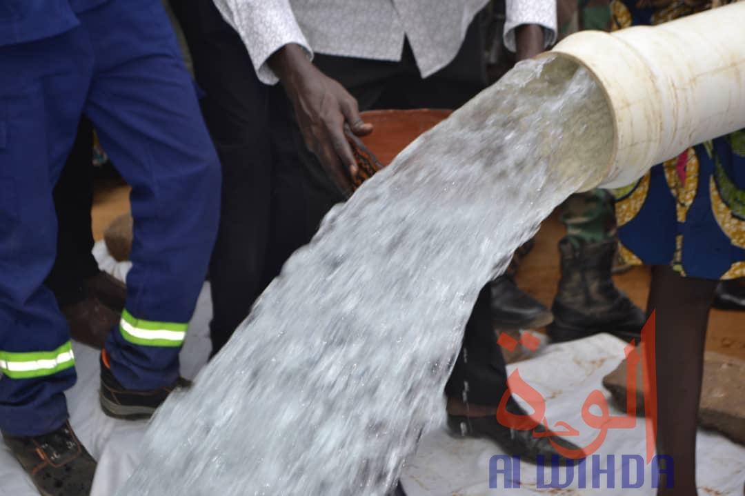 Tchad : à Sarh, le nouveau forage d'eau potable a une teneur en fer normale. © Adam Yaya Bineya/Alwihda Info
