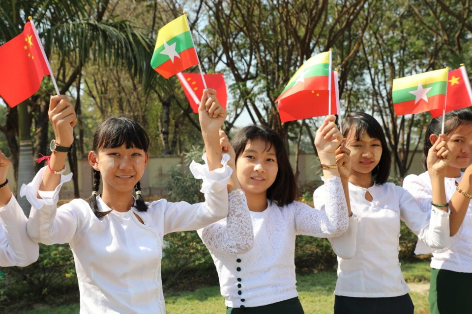 Chinese President Xi Jinping arrived in Nay Pyi Taw on Friday for a state visit to Myanmar. Waving national flags, Myanmar students lined up along the road in the capital city to greet the first Chinese president to pay a state visit to the Southeast Asian country in 19 years. Photo by Sun Guangyong, People's Daily