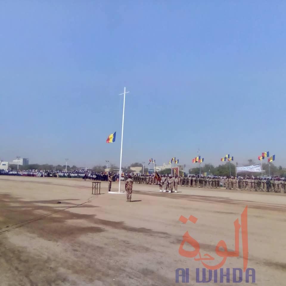 Tchad - fin d'état d'urgence : début de la cérémonie à Abéché avec la levée du drapeau. © Abba Issa/Alwihda Info