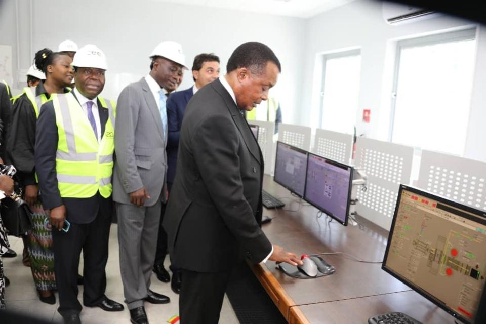 Sassou N'Guesso dans les locaux de la 3ème turbine de la CEC.