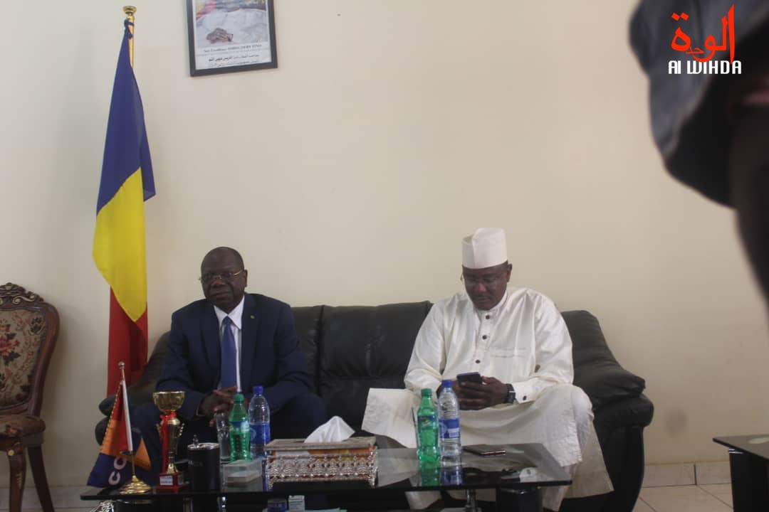 Le ministre d'Etat Kalzeube Payimi Deubet et le gouverneur de la province du Mayo Kebbi Ouest, Adoum Forteye Amadou, le 26 février 2020 à Pala. © Malick Mahamat/Alwihda Info