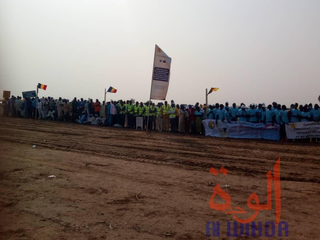 La population mobilisée lors de la cérémonie de pose de la première pierre du Pont Bongor-Yagoua, le 27 février 2020. © Golmen Ali/Alwihda Info