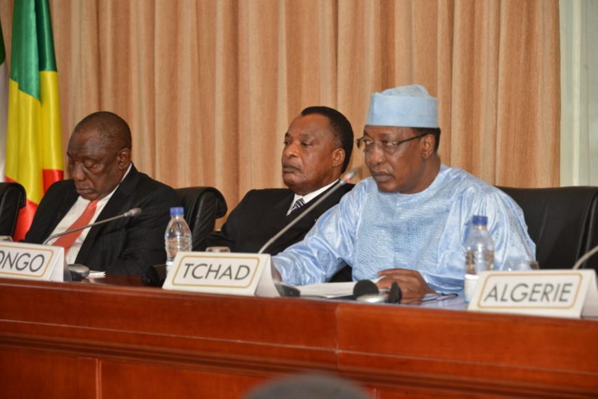 Les présidents sud africains, congolais et tchadiens à l'ouverture des travaux.