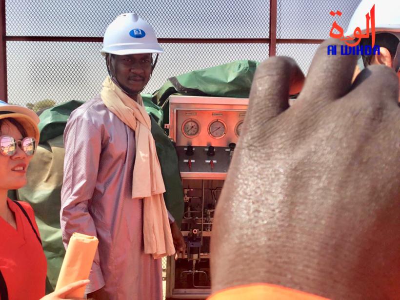 Le directeur sortant de la SHT, Seid Idriss Déby, Lors d'une visite des installations de la raffinerie de Rig-Rig, au Tchad, le 20 octobre 2019. © Djime Wiche/Alwihda Info