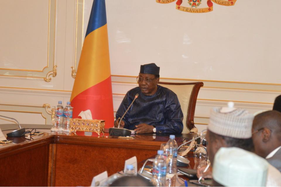 Coronavirus : Idriss Déby appelle les citoyens à bien laver les mains. © PR