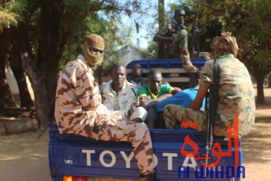 Des gendarmes escortent des détenus vers la prison de Koro Toro. Illustration. ©Golmen Ali/Alwihda Info