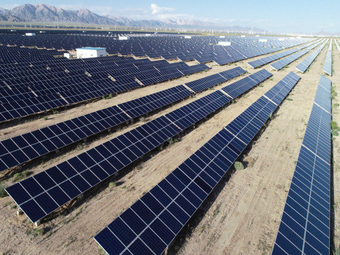 The picture shows a industrial park of photovoltaic power generation in Haixi Mongol and Tibetan Autonomous Prefecture, Qinghai province. (Photo by Wang Zheng, People's Daily Online)