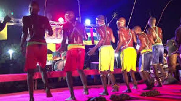 Pas de dance traditionnelles initiées hommes Mboum ; la culture comme facteur de maturité, de développement local, social et économique.
