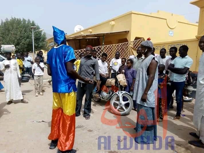 Tchad : à Mongo, le lavage des mains s'impose avant d'entrer au marché. © Béchir Badjoury/Alwihda Info
