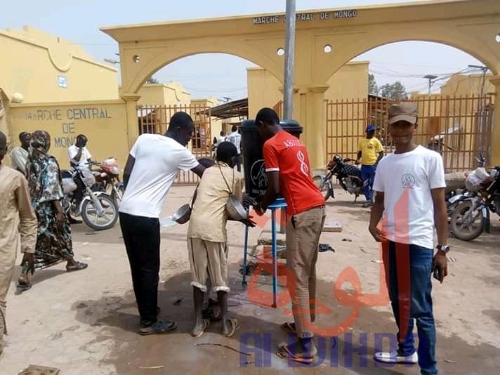 Tchad : à Mongo, le lavage des mains s'impose avant d'entrer au marché