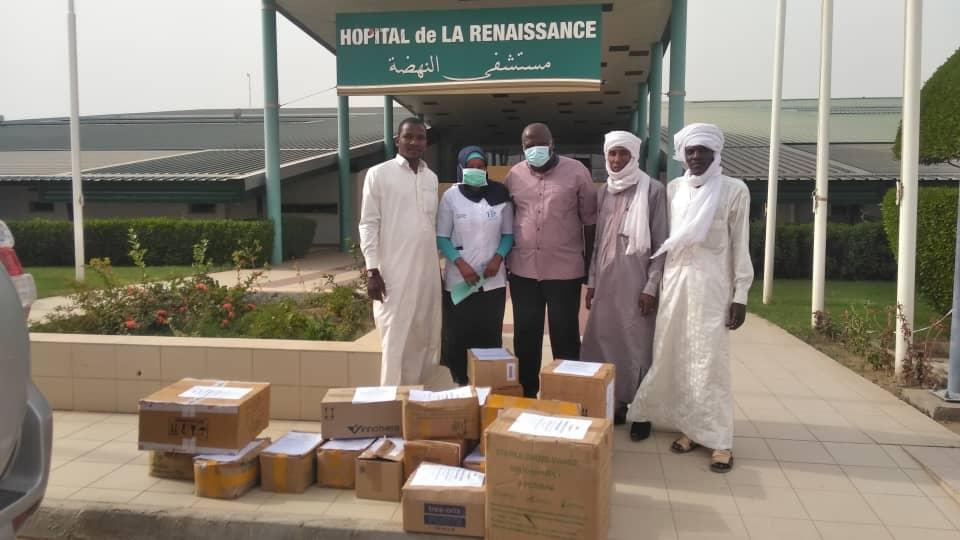 Tchad : un dépôt pharmaceutique offre des kilos de médicaments à un hôpital. © Malick Mahamat/Alwihda Info
