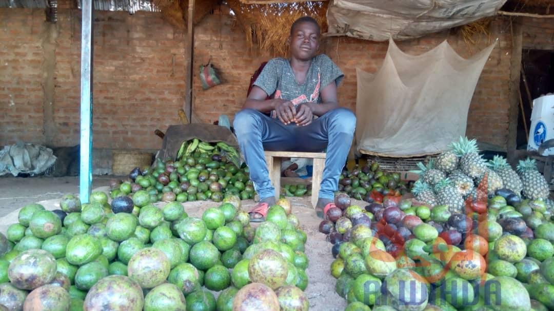 Un vendeur de fruits et légumes à N'Djamena. © Djibrine Haïdar/Alwihda Info