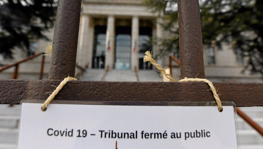 Covid-19 : Publication de trois ordonnances au Journal – Le droit des étrangers est impacté en matière de délais pendant la crise sanitaire. © DR
