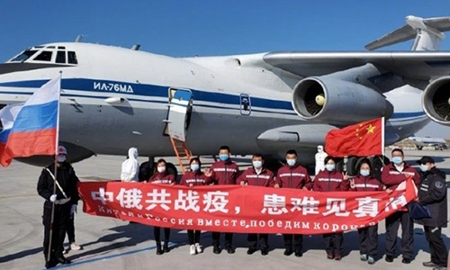 The Chinese medical expert team poses for a group photo, before departing for Russia, at the Harbin airport in Northeast China's Heilongjiang Province on Saturday. Photo: CNR