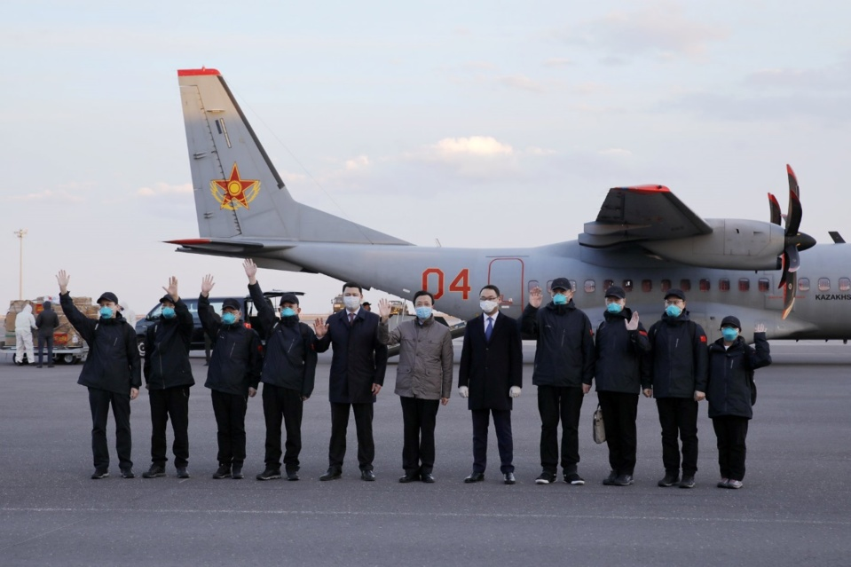 Bringing medical supplies offered to Kazakhstan from China, the team flew two military transport aircraft to Nursultan Nazarbayev International Airport on April 9. (Photo by Chinese embassy in Kazakhstan)