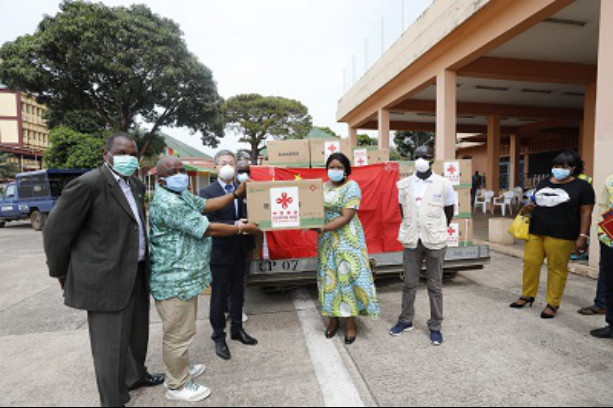 On April 18, medical supplies donated by the Chinese government arrive in Conakry, capital city of Guinea. (Photo courtesy of the Chinese Embassy in Guinea)