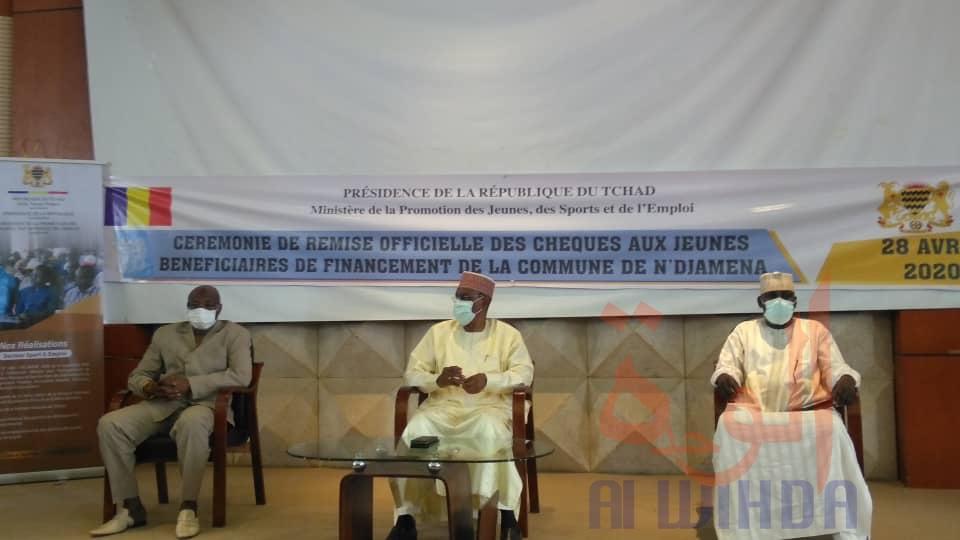 Tchad : le Gouvernement remet des chèques de financement à 44 entrepreneurs. © Malick Mahamat/Alwihda Info