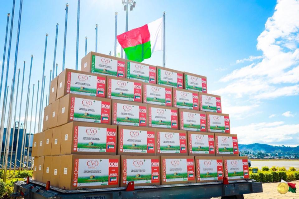 Une cargaison de Covid-Organics pour la Guinée équatoriale. © Andry Rajoelina/Twitter