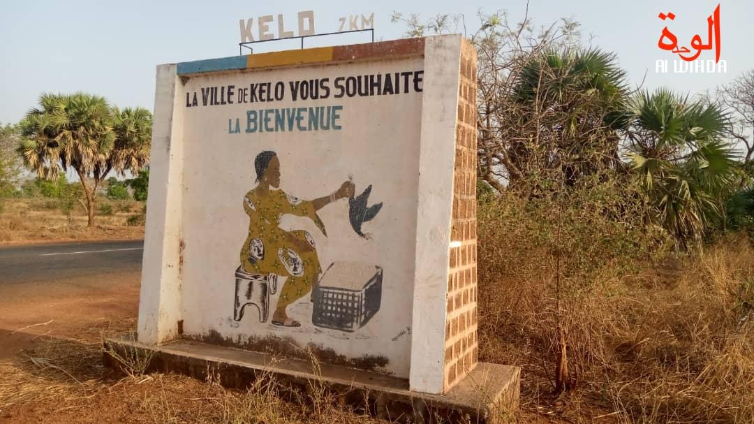 Un message à l'entrée de la ville de Kélo. Illustration. © Denis Mbairemadji Axel/Alwihda Info