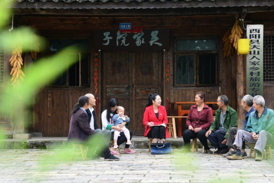 On May 15, NPC deputy Ran Hui investigates the development of rural tourism in Tianshanbao village, Youyang Tujia and Miao Autonomous County, southwest China's Chongqing municipality. (By Ran Chuan, People's Daily Online)
