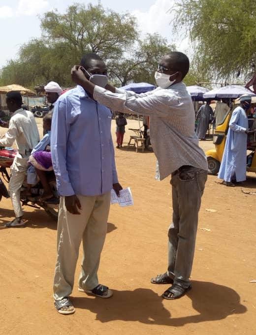 Tchad - Covid-19 : À Mongo, des masques distribués dans toute la ville. ©Béchir Badjoury/Alwihda Info