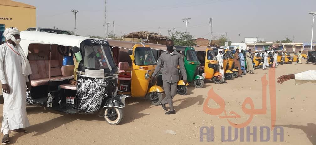 Tchad - Covid-19 : exposés au quotidien, les transporteurs d'Abéché reçoivent des masques. © Abba Issa/Alwihda Info