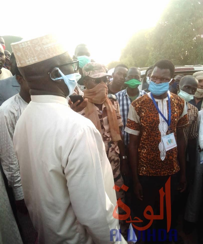 Tchad : étudiants bloqués, descente du gouverneur du Logone Oriental à Koutéré. ©Golmen Ali/Alwihda Info