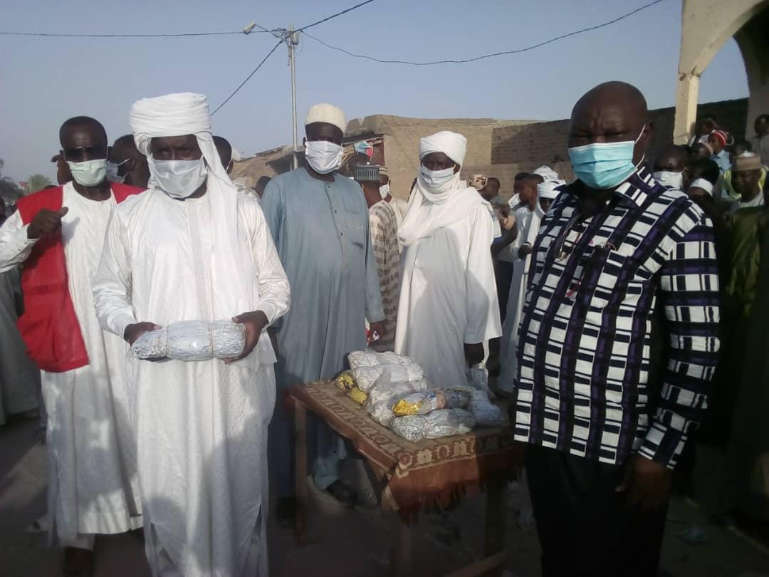 Tchad : à Massakory, 4000 masques distribués aux commerçants du marché central. © Mbainaissem Gédéon/Alwihda Info