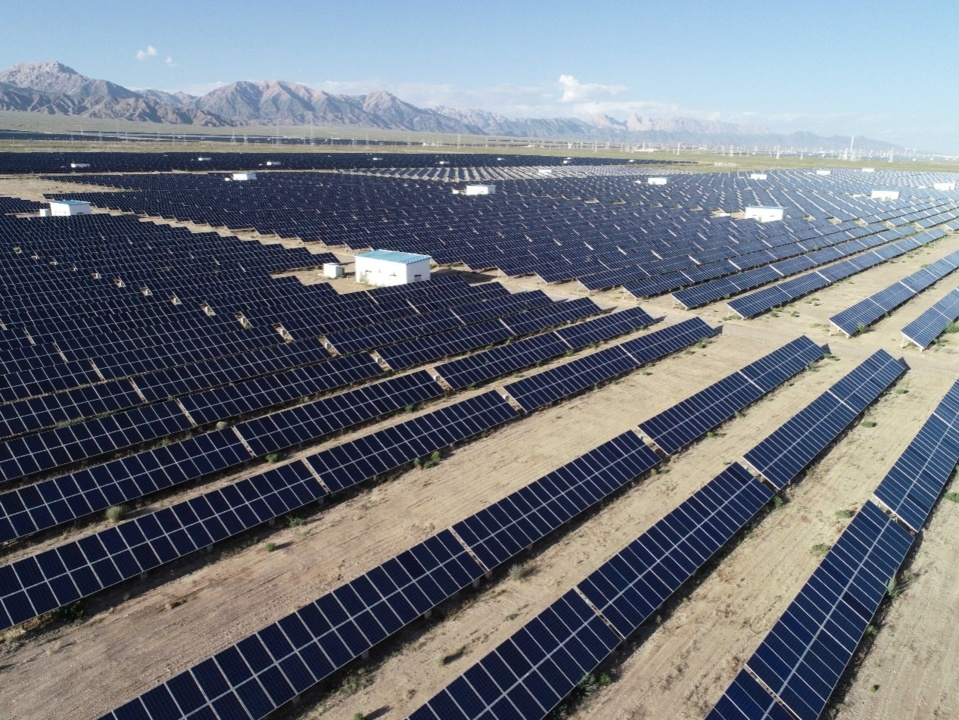 Photo shows a photovoltaic park in Delingha of Mongolian-Tibetan Autonomous Prefecture of Haixi, northwest China's Qinghai province. Wang Zheng, People's Daily Online
