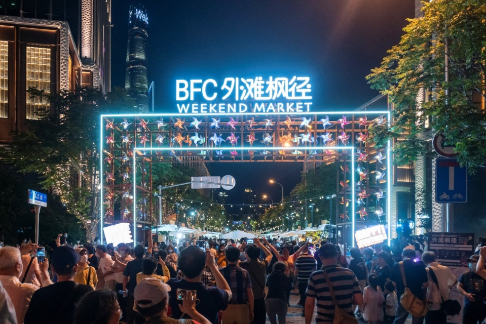 One of the weekend markets opened on June 6 in Shanghai, as a part of Shanghai night festival. Photo by Wang Gang / People's Daily Online