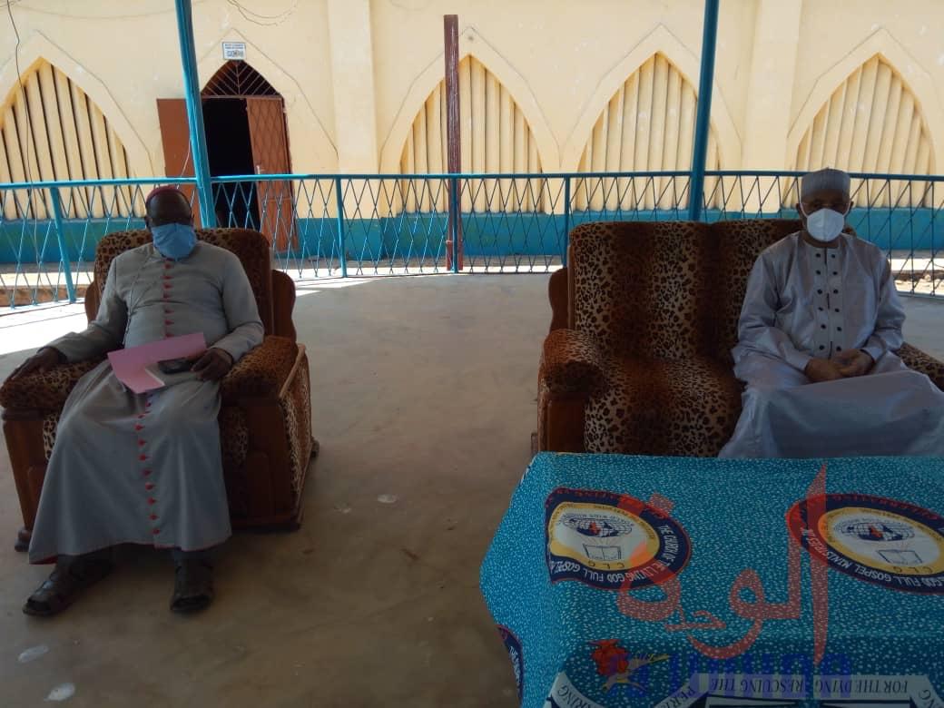 Tchad - Covid-19 : à Moundou, le gouverneur remet des dons de kits sanitaires aux églises. © Golmem Ali/Alwihda Info