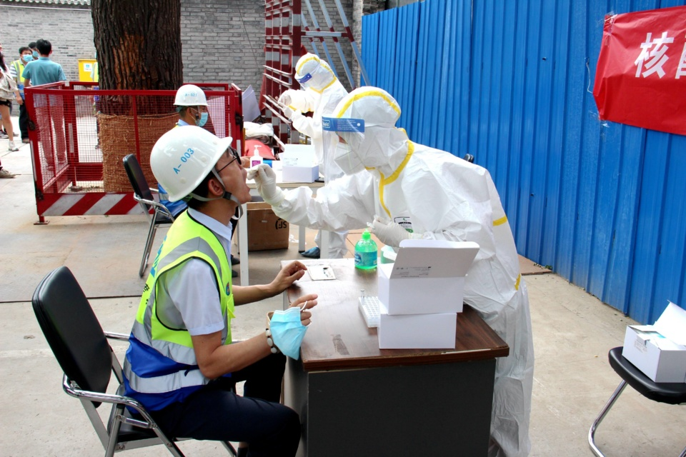 Beijing steps up efforts to identify potential risks of COVID-19 spreading