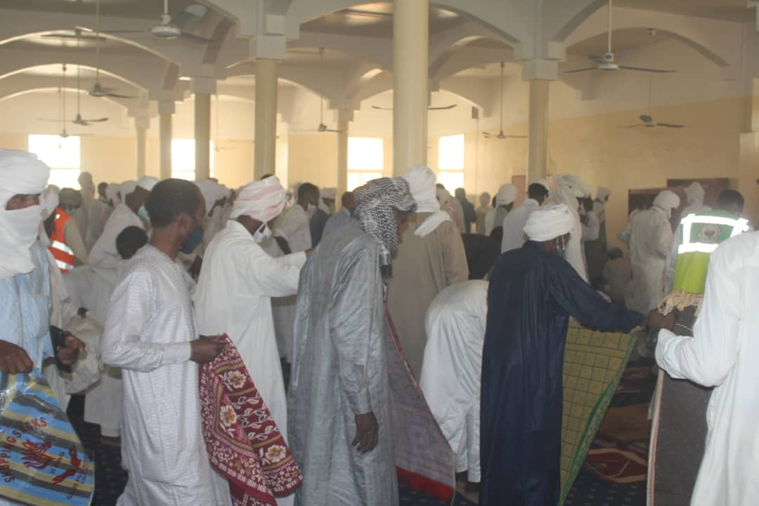 La prière du vendredi dans une mosquée à N'Djamena, le 26 juin 2020. © Ben Kadabio/Alwihda Info