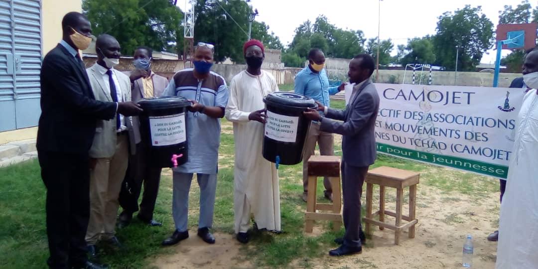 Tchad : les étudiants de l'ENS et de l'INJS reçoivent des kits d'hygiène à N'Djamena. © Mahamat Abdramane Ali Kitire/Alwihda Info