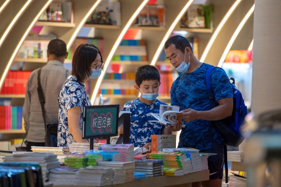 A family visiting a bookstore in Beijing on July 12, as Beijing report no local Covid-19 cases. Photo: Weng Qiyu / People's Daily Online