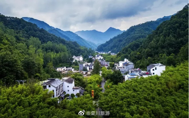 Photo shows the guest houses in Chongdu village, Luanchuan county, Henan Province. Photo from the official Weibo account of Luanchuan tourism