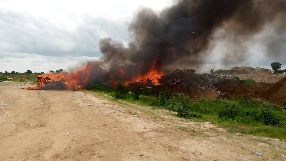 Incinération de produits illicites à N'Djamena, le 1er août 2020. ©. Kelvin Djetoyo/Alwihda Info