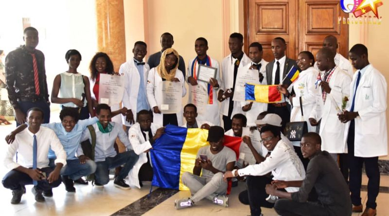Cuba : 18 étudiants tchadiens décrochent leur diplôme de docteur en médecine. © DR
