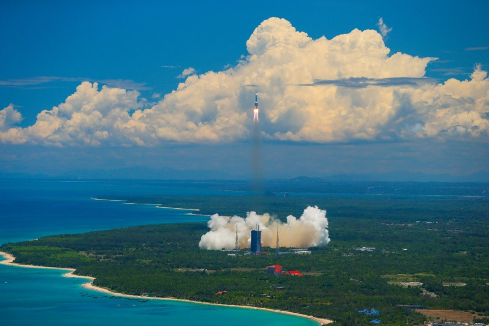 China's Long March-5 Y4 carrier rocket launches the country's first Mars exploration mission Tianwen-1 at the Wenchang Spacecraft Launch Site in south China's Hainan on July 23. (By Zhang Mao/People's Daily Online)