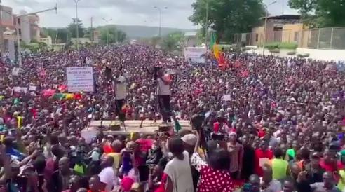Des manifestants à Bamako, au Mali. © DR/Capture d'écran vidéo amateur