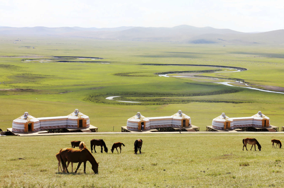 Photo shows a magnificent view of the Hulun Buir Grasslands in North China's Inner Mongolia Autonomous Region. Photo by Han Leng/People's Daily Online
