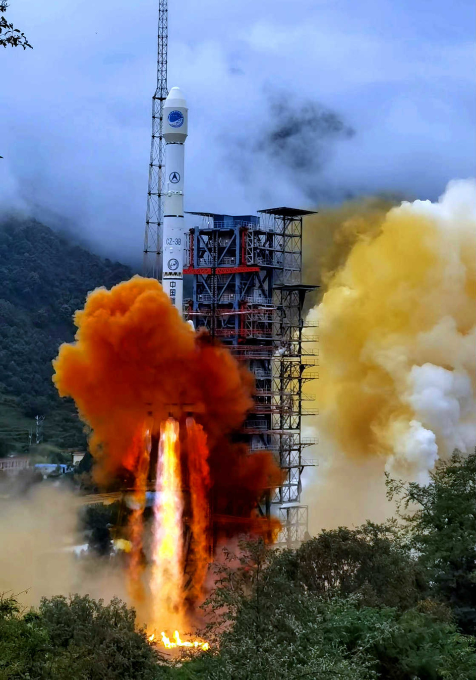 A carrier rocket carrying the last satellite of the BeiDou Navigation Satellite System blasts off from the Xichang Satellite Launch Center in Southwest China's Sichuan Province, June 23. (Photo by Li Jieyi/People's Daily Online)