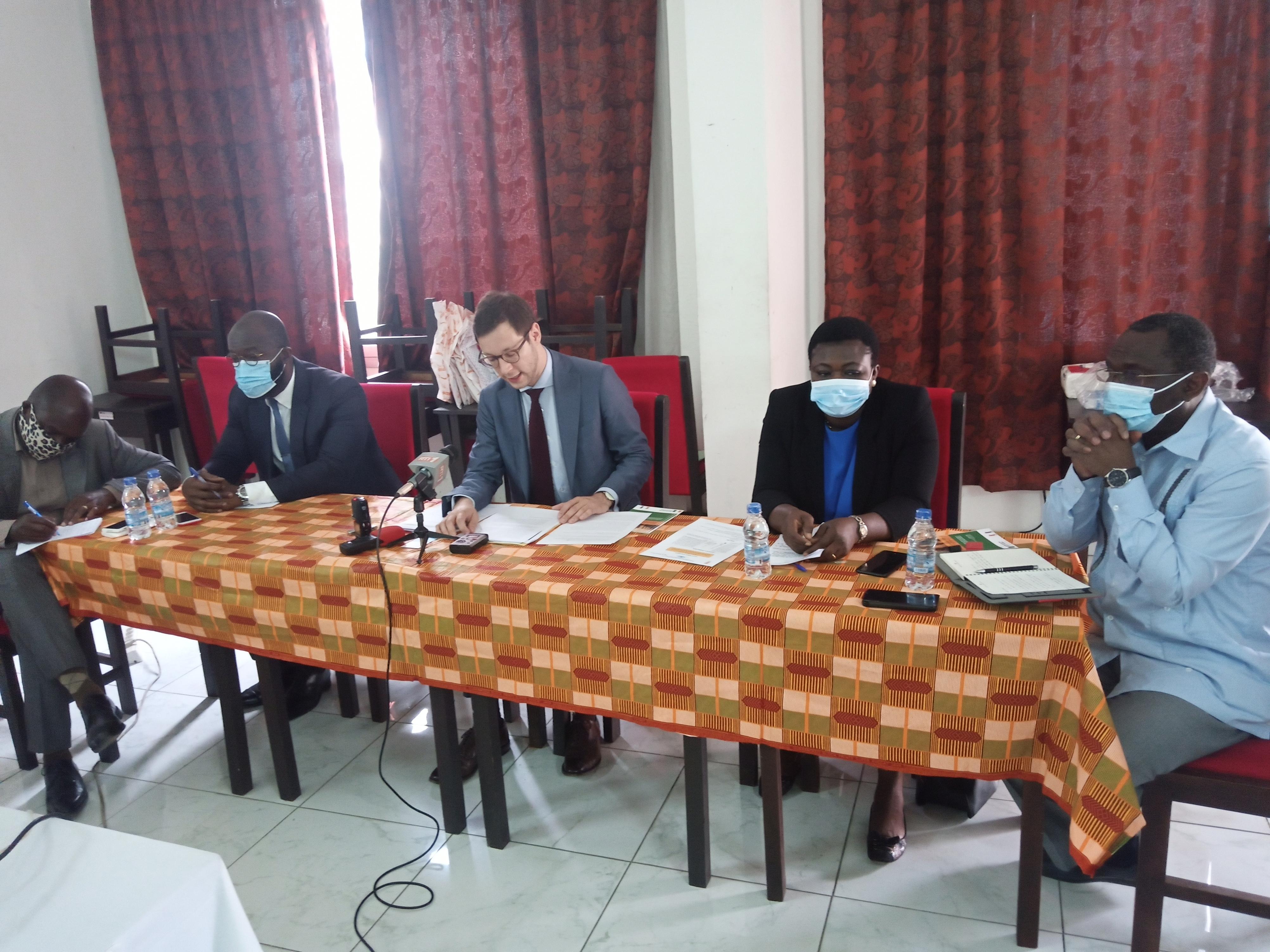 Martin Köver (au centre) a traduit tout le soutien de l'Ambassade de la République Fédérale d'Allemagne à l'ACAT-CI