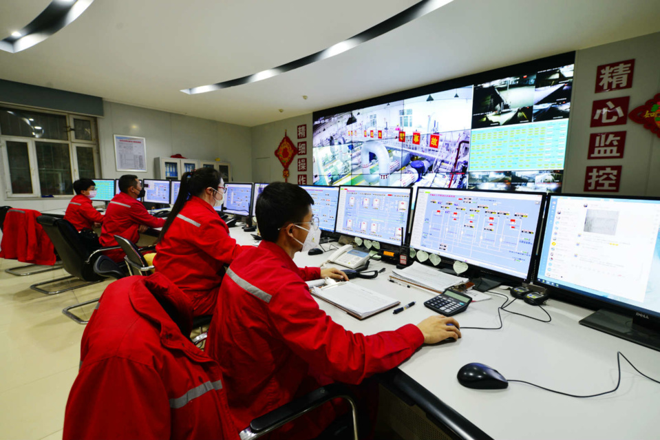 Workers remotely monitor the production process at a production base of China Petrochemical Corporation in Aksu City, Northwest China's Xinjiang Uygur Autonomous Region, March 3. Photo by Shi Libin/People's Daily