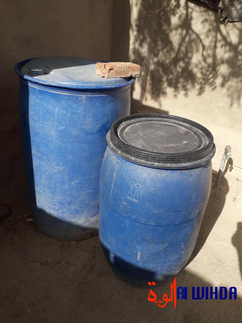 Des réservoirs d'eau vides dans la ville d'Abéché. © Abba Issa/Alwihda Info